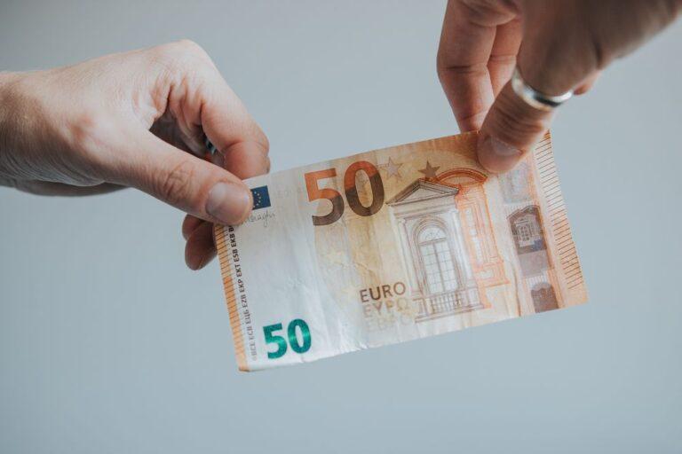 Da un anno intero pagare in contanti è diventato ILLEGALE… lo sapevi?
