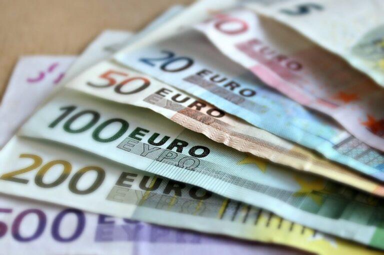 Lo stato ti regala dei soldi se la smetti di usare i contanti!